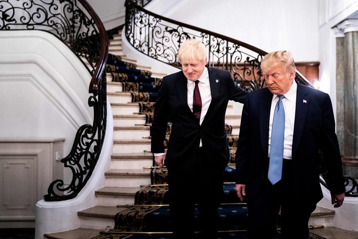 8月25日,特朗普和英國首相約翰遜進行雙邊會談,議題涉及貿易、華為和香港等問題。(Erin Schaff/POOL/AFP)