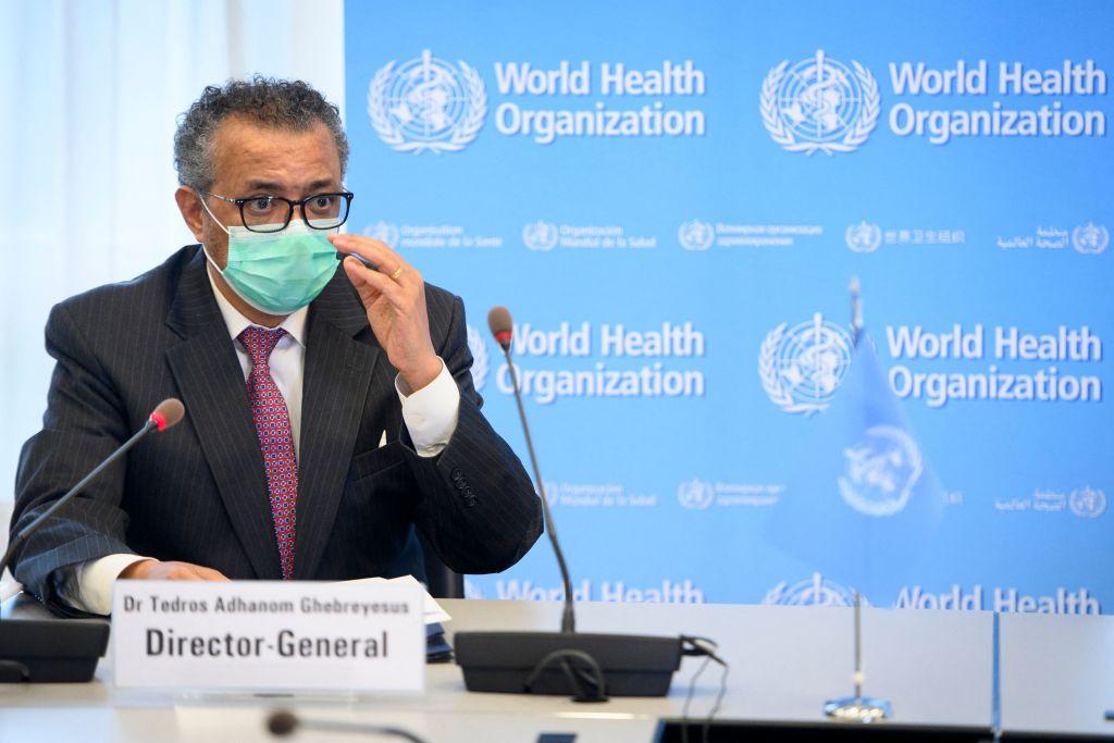 世衛組織總幹事譚德塞再次呼籲富裕國家推遲注射第三劑COVID-19疫苗。圖為2021年5月24日,在日內瓦的世衛組織總部,譚德塞在與瑞士內政和衛生部長舉行的雙邊會議上發言。(LAURENT GILLIERON/POOL/AFP via Getty Images)