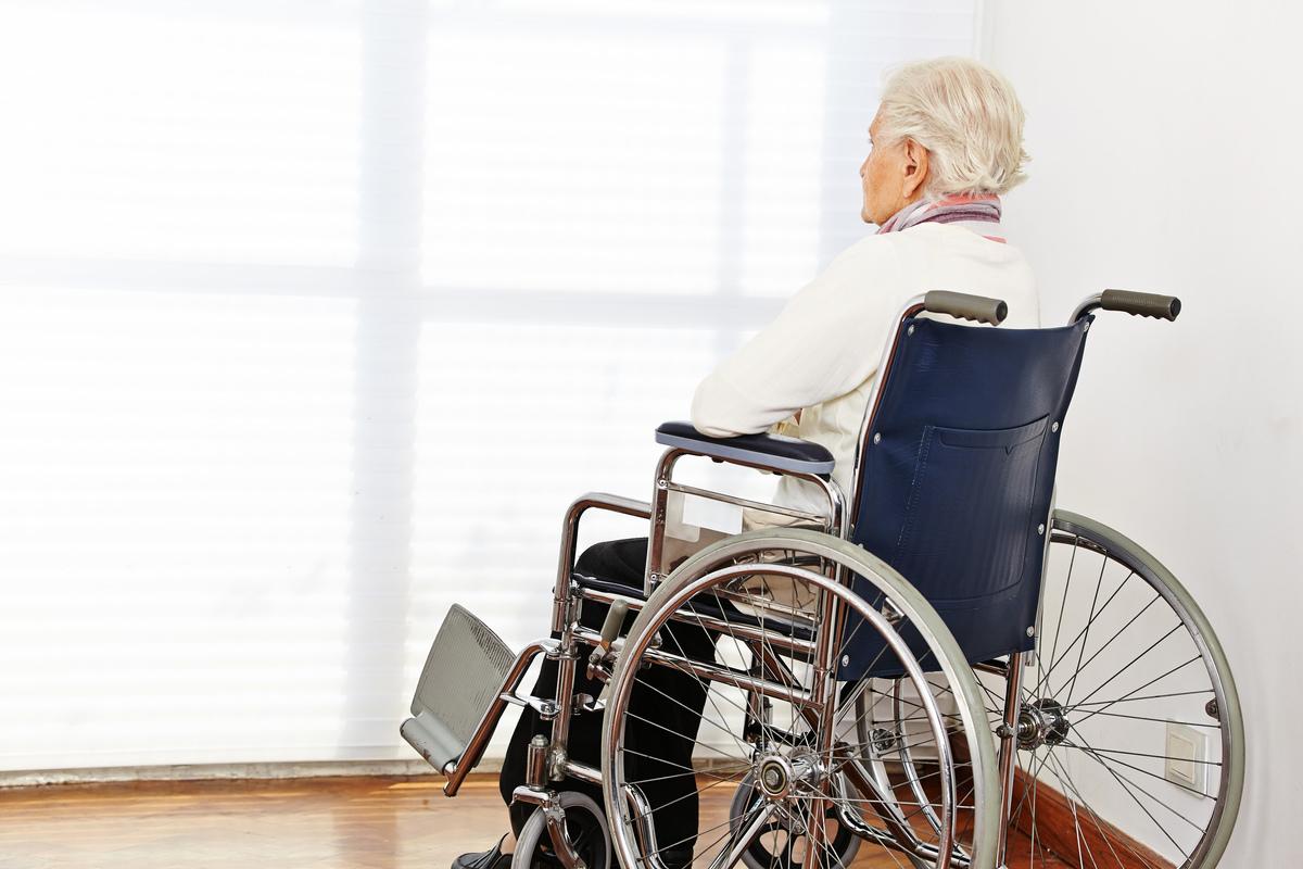 最近通過的法案C-7,將安樂死擴大到適應於那些並非患絕症的人和精神病人。信仰團體、幫助殘疾人的團體和醫生猛烈抨擊該法案,指該法案營造一種易於獲得死亡的文化,會使弱勢人群處於被迫死亡的風險中。(Shutterstock)