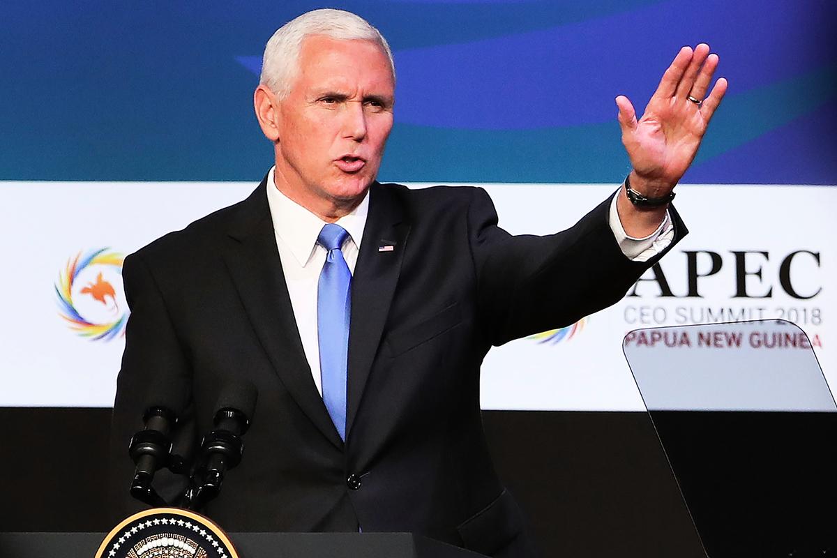 2018年11月17日,美國副總統彭斯在亞太經合組織(APEC)行政總裁(CEO)峰會上發言,闡述了美國基於平等、透明、共創繁榮為原則,並以創造當地就業機會為特徵的發展援助專案。(FAZRY ISMAIL/AFP/Getty Images)