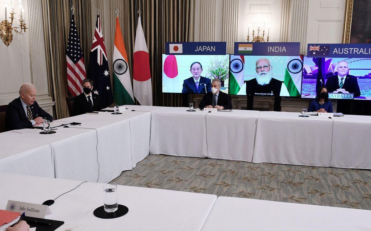 美國總統拜登(Joe Biden)將在9月24日主持首次四方會談(Quad)的面對面首腦會談,屆時,澳洲總理斯科特.莫里森(Scott Morrison)、印度總理納倫德拉.莫迪(Narendra Modi)和日本首相菅義偉(Yoshihide Suga)將出席在紐約舉行的聯合國大會。圖為美澳日印四國領導人在3月出席「四方會談」的在線會議。(OLIVIER DOULIERY/AFP via Getty Images)