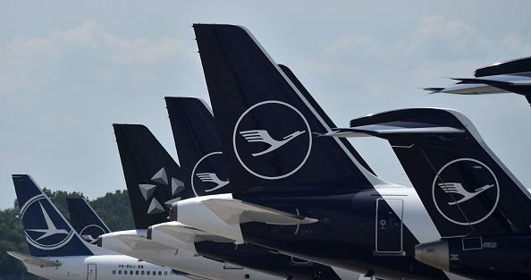 中共病毒迫使德國漢莎航空公司2020年的虧損已經達到56億歐元。(CHRISTOF STACHE/AFP via Getty Images)