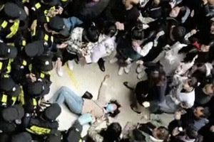 南京職校招生欺詐 學生維權遭鎮壓 砸校反抗