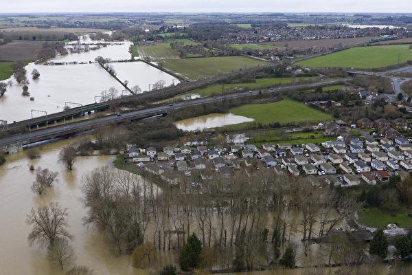 2020年12月26日,英國貝德福德(Bedford),大烏斯河(Great Ouse)氾濫成災。(Dan Kitwood/Getty Images)