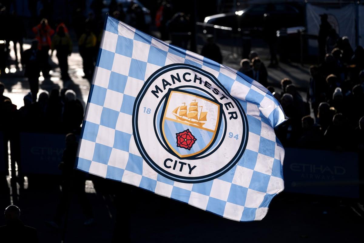 在歐洲五大聯賽球隊身價排行榜上,英超豪門曼城以12.8億歐元排名首位。圖為曼城隊旗。(Laurence Griffiths/Getty Images)