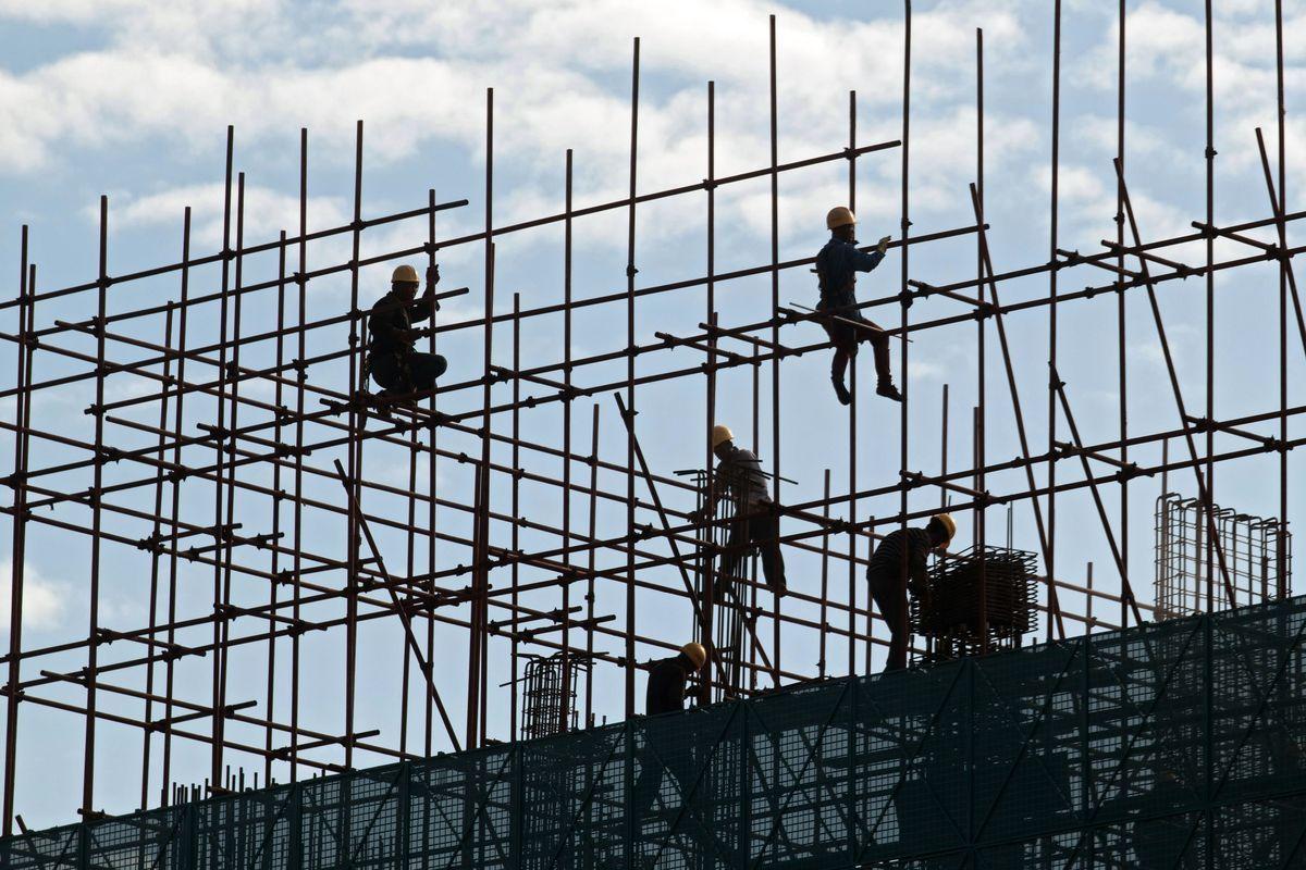 胡潤的報告顯示,大陸富豪對中國經濟有信心的佔比創下10年新低。(大紀元合成)