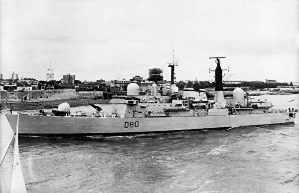 英國的「雪菲爾號」驅逐艦,攝於1980年。1982年5月4日在福島之戰中,「雪菲爾號」驅逐艦被一枚飛魚反艦導彈擊中後沉沒。(AFP/AFP via Getty Images)