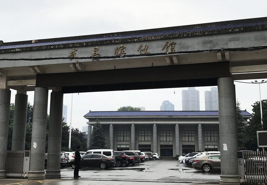 武漢殯葬一線員工崩潰求助 披露罕見內情