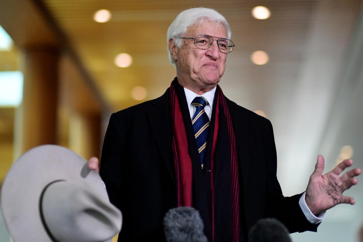 6月22日,澳洲聯邦獨立議員卡特爾(Bob Katter)在議會呼籲退出中共控制的聯合國教科文組織。圖為2020年12月10日,卡特爾出席坎培拉新聞招待會。(Sam Mooy/Getty Images)
