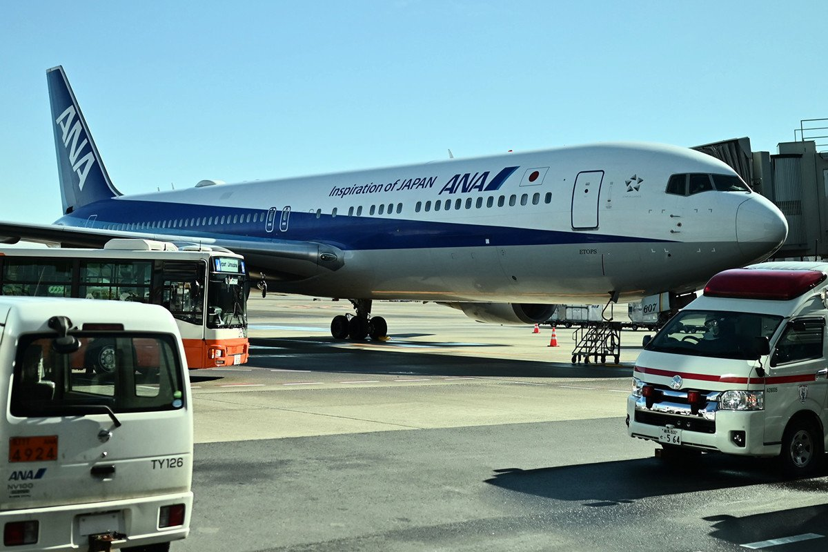 一架載有200多名日本人的包機從武漢起飛,在當地時間周三(1月29日)早上抵達東京。(CHARLY TRIBALLEAU/AFP)