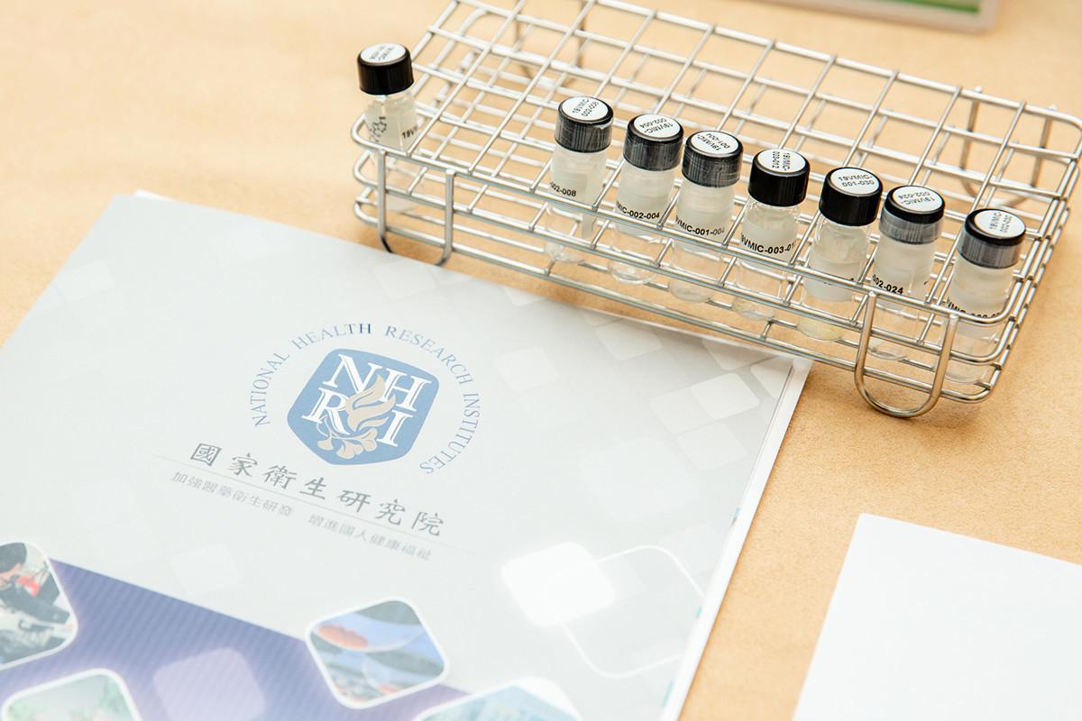 台灣國家衛生研究院表示,利用過去抗SARS與合成克流感的技術與經驗,目前已研發出能有效治療中共肺炎的藥物「瑞德西韋」,堪稱防疫重大進展。(總統府提供)