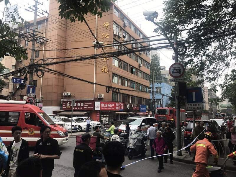 上海長寧區一4S修理廠坍塌 至少21人死傷