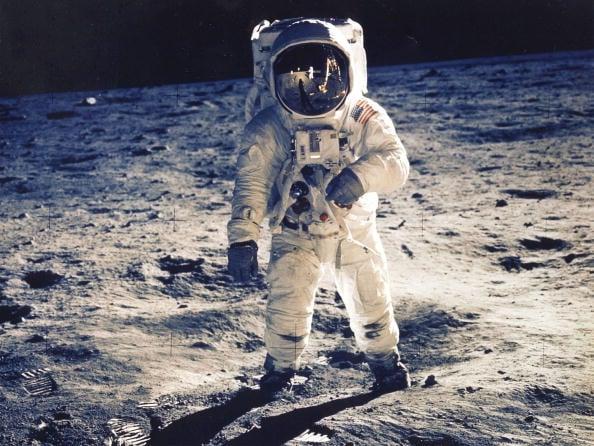 1969年7月20日美國阿波羅11號太空船首次成功登月,太空人奧爾德林(Edwin E. Aldrin Jr)在月球上行走。(NASA/AFP/Getty Images)