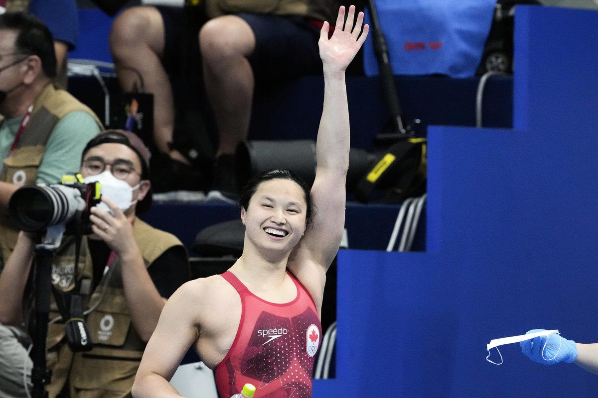 日本東京當地時間2021年7月26日,加拿大華裔泳將瑪格麗特·麥克尼爾贏得女子100米蝶泳決賽冠軍。(Petr David Josek/加通社)