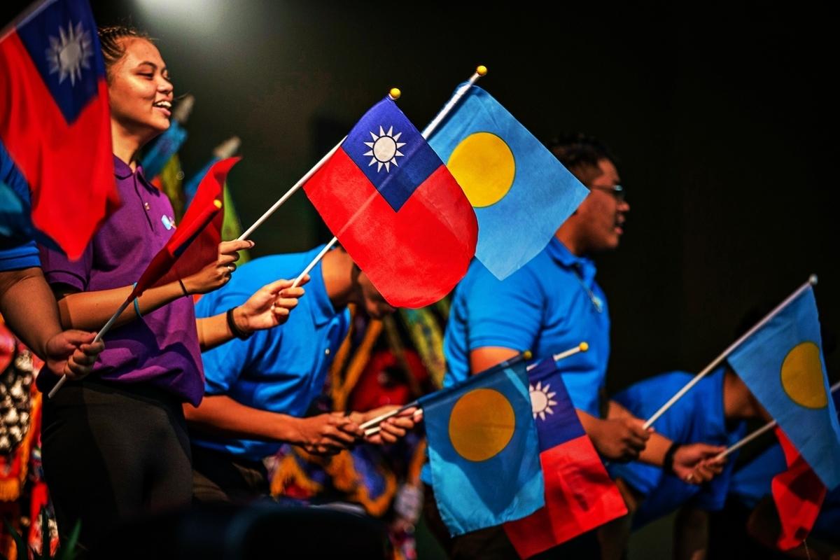 中華民國、帛琉共和國國旗資料照。(中華民國總統府提供/大紀元製圖)