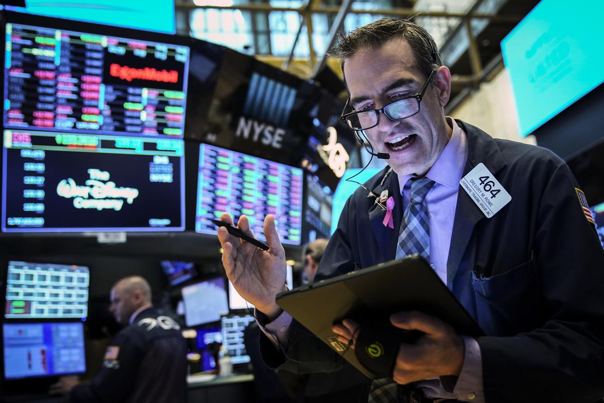 PCAOB5月13日就《外國公司問責法案》中如何確定「不能有效實施會計監管」的認定細則推出徵求意見。消息傳出後,中概股集體大跌。圖為紐約證交所內一景。(Drew Angerer/Getty Images)