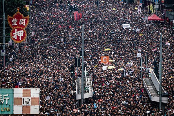 月12日,香港近200萬人走上街頭,促港府撤銷送中惡法。(Anthony Kwan/Getty Images)