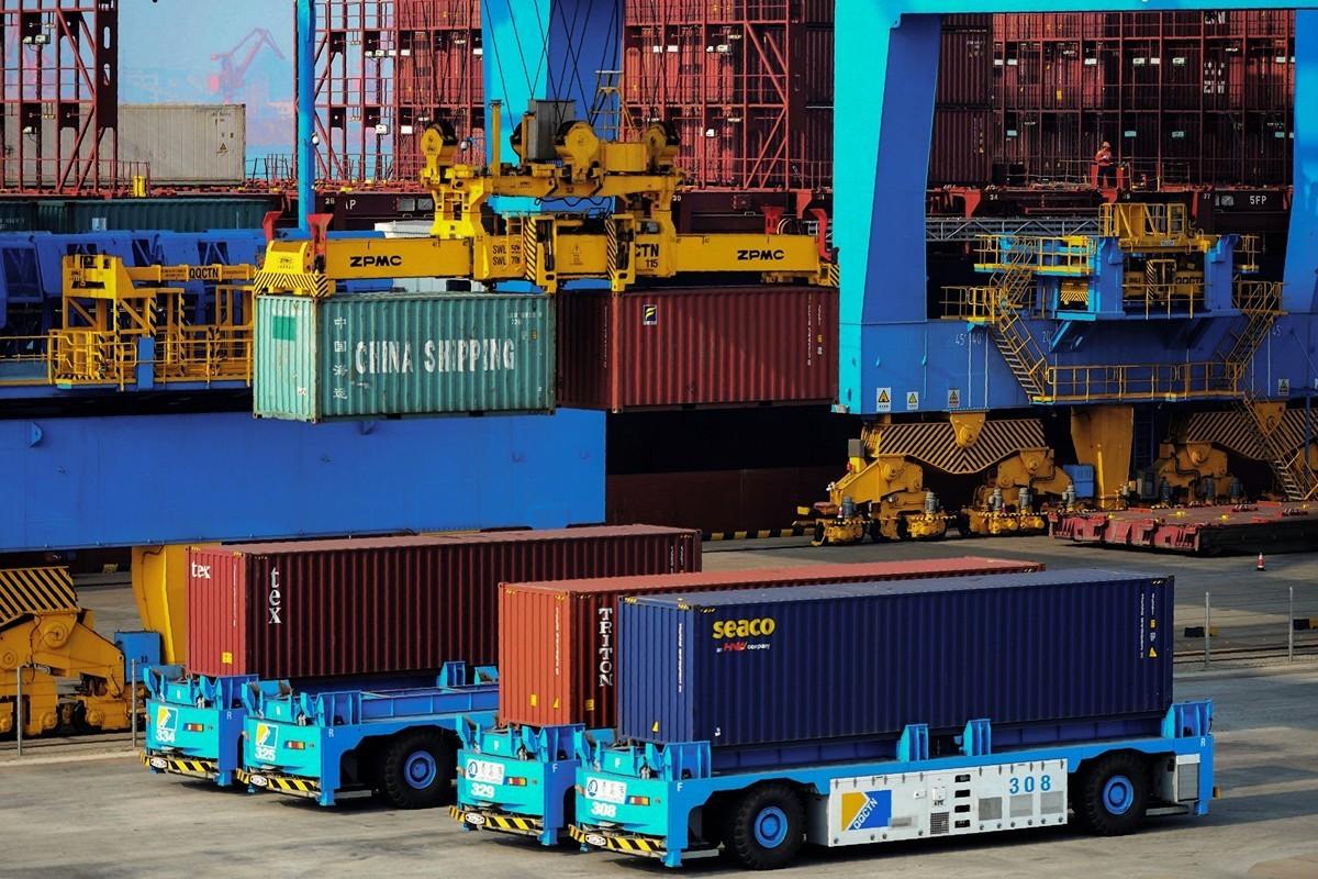美國貿易代表辦公室(USTR)8月13日宣佈了對3,000億美元中國進口產品徵收10%關稅的下一步措施,對部份商品進行了關稅豁免或者推遲加稅時間。圖為青島一港口。(STR/AFP/Getty Images)