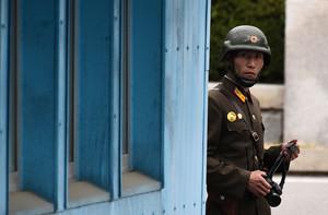 北韓士兵冒死越過非軍事區 向南韓投誠