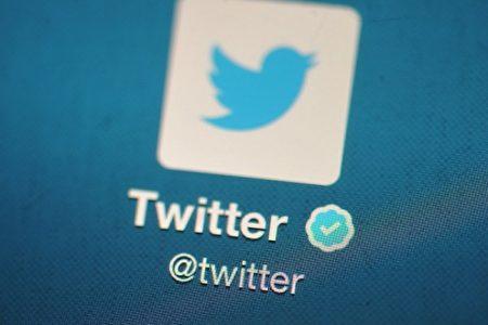 美東時間周五起Twitter等多家大型網站,接連遭遇至少兩波網絡攻擊,一度令美國東海岸許多用戶無法訪問。(Bethany Clarke/Getty Images)