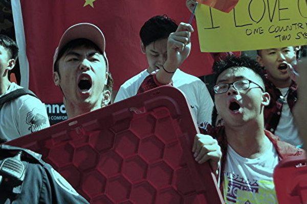 8月17日,多倫多舉行的「8‧17全球撐港遊行多倫多站」遊行,因受到一些大陸留學生的干擾被取消。(周行/大紀元)