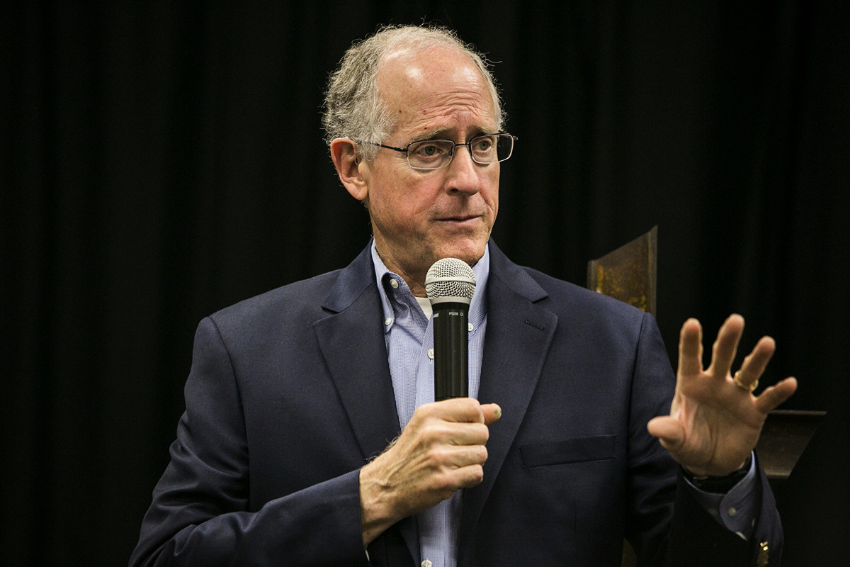 美兩黨議員提議案,尋求讓在美證券市場上市的中資公司接受美監管機構監督。圖為發起人之一的共和黨議員麥克・康納威(Mike Conaway)。(Drew Anthony Smith/Getty Images)