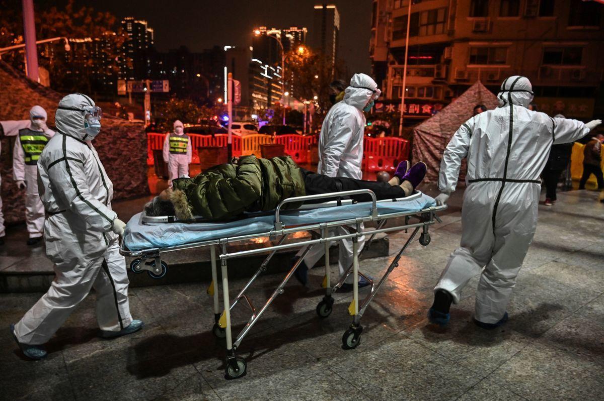 圖為武漢的一家醫院。(HECTOR RETAMAL/AFP via Getty Images)