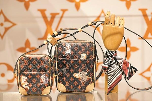 LVMH全名是三個歐洲奢侈老品牌的縮寫,LV是Louis Vuitton,M代表有近三百年歷史、王室御用香檳品牌Moët & Chandon,而H則是世界知名干邑品牌Hennessy的縮寫。 (Dimitrios Kambouris/Getty Images for Louis Vuitton)