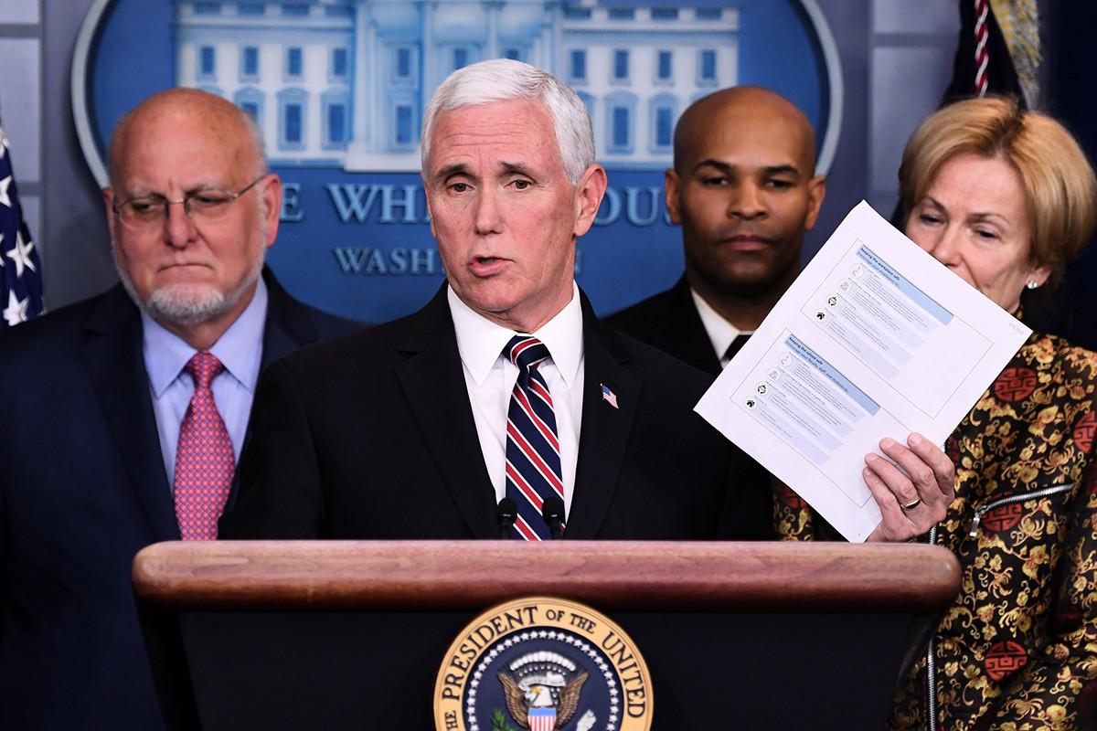 2020年3月9日,美國副總統邁克・彭斯(Mike Pence)在華盛頓特區白宮主持疫情新聞發佈會。(SAUL LOEB/AFP)
