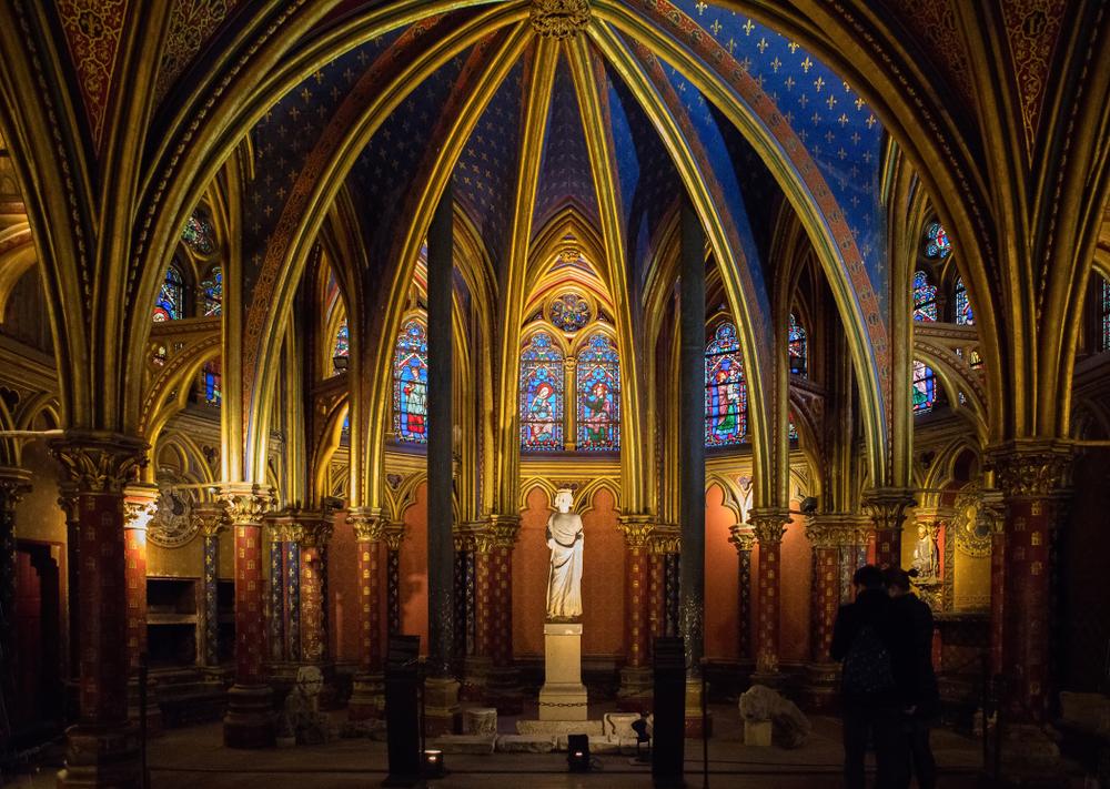 聖禮拜堂內的路易九世雕像。(Shutterstock)