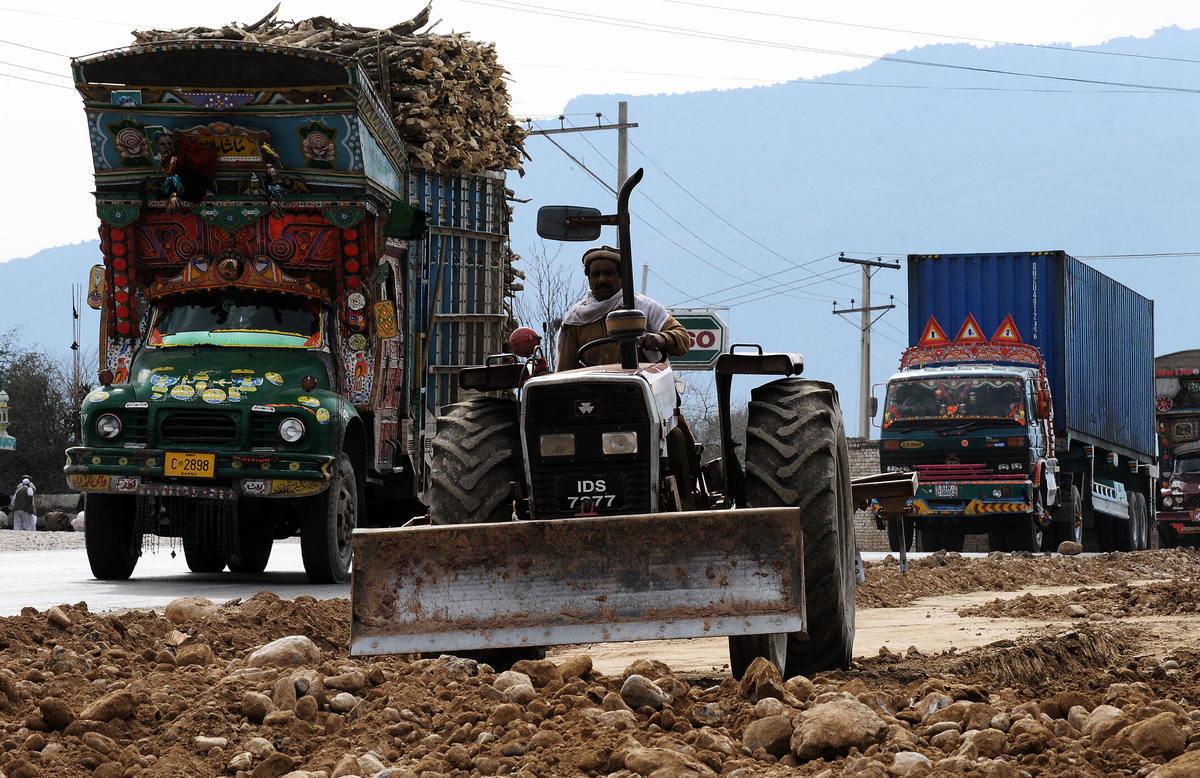 巴基斯坦新政府正在計劃跟中共重新就「一帶一路」項目進行談判。中共的「一帶一路」政策目前不斷受到挫折,受到馬來西亞、印度、尼泊爾、菲律賓等多國的抵制。(SAEED KHAN/AFP/Getty Images)