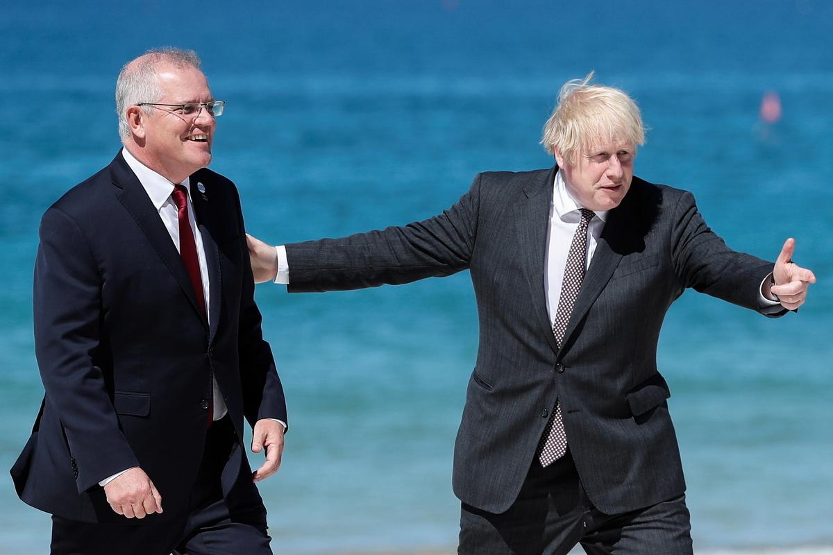 2021年6月12日,英國首相約翰遜在七國集團峰會上歡迎澳洲總理莫里森(Peter Nicholls - WPA Pool/Getty Images)。