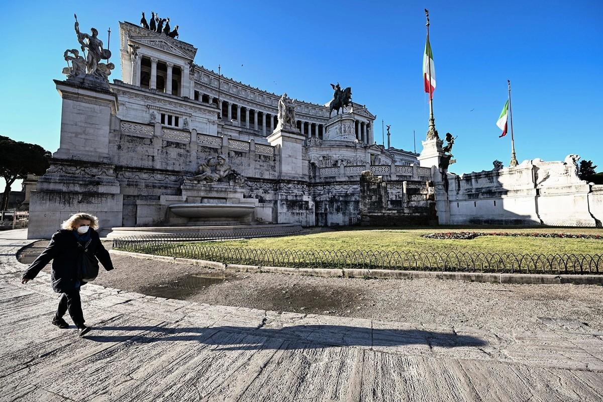 圖為意大利舉國封鎖令下的羅馬祖國祭壇(Altare della Patria)。(攝於2020年3月10日)(Vincenzo PINTO / AFP)