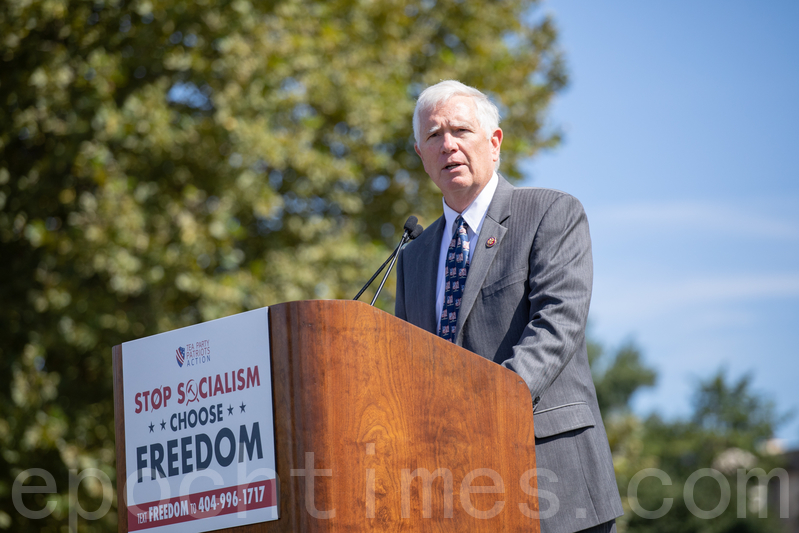 9月19日,「茶黨愛國者」(Tea Party Patriots)在美國國會山集會,制止共產主義在美蔓延。國會議員莫·布魯克斯(Mo Brooks)發言。(林樂予/大紀元)