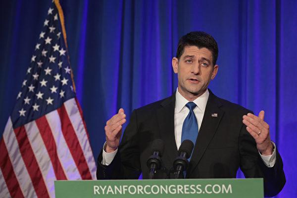 在特朗普當選下任總統後,美國眾議院議長瑞安在11月9日的公開演說中表示,將與特朗普一起努力工作。(Scott Olson/Getty Images)