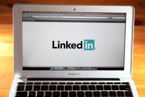 中共在LinkedIn招間諜 丹麥前外交官揭秘