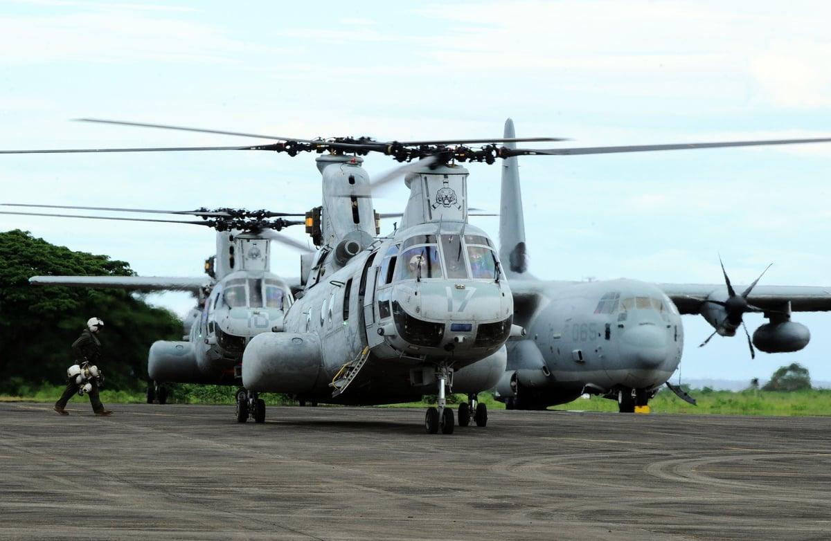 美國海軍陸戰隊也正在日本附近海域加強針對西太平洋島嶼衝突的訓練,從而使海軍陸戰隊成為應對中共軍事挑戰的關鍵力量。圖為海軍陸戰隊的CH-47奇諾克直升機。(TED ALJIBE/AFP via Getty Images)