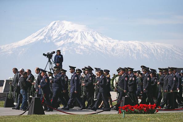2016年,亞美尼亞在阿拉拉特山舉行活動,紀念亞美尼亞種族滅絕事件。(Andreas Rentz/Getty Images)