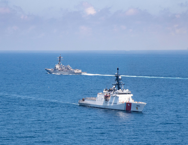美戰艦和海岸警衛隊巡邏艇穿越台灣海峽