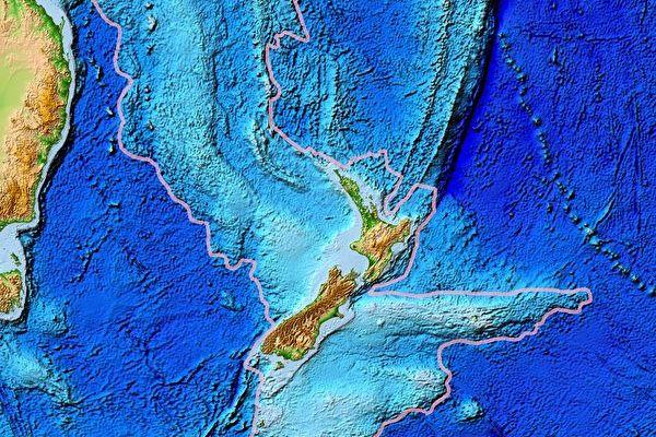 紐西蘭下面有一塊神秘的大陸,被稱為西蘭大陸(Zealandia,也稱為西蘭洲),如圖中粉色區域所示,其中心為現今的紐西蘭北島和南島,其左面是澳洲。(公有領域)