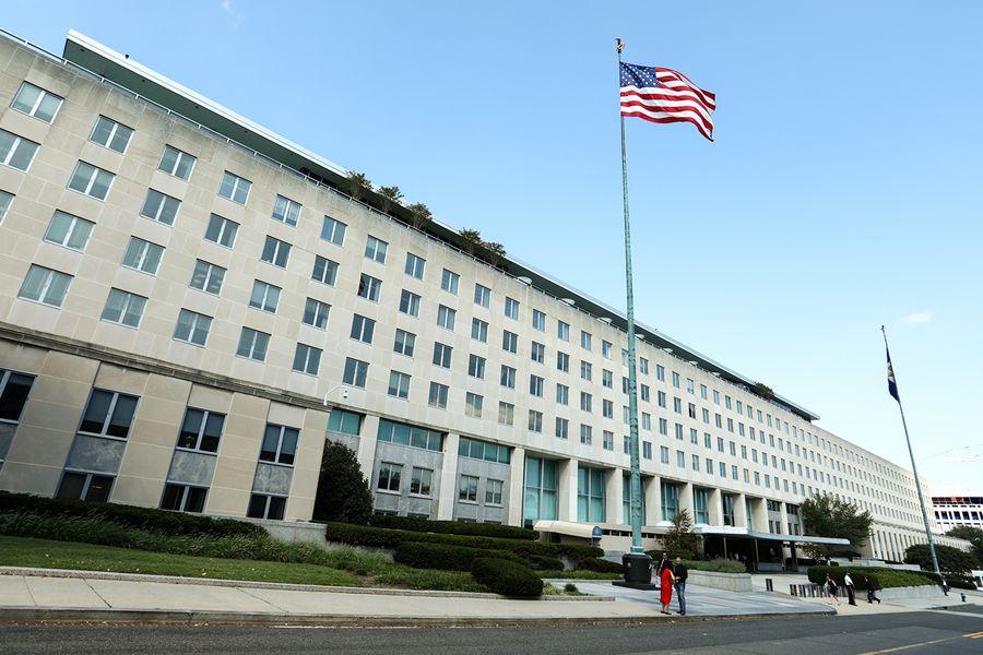 美國國務院周二指定五家中共官媒為北京政府的駐外實體,綜合國務卿的聲明及華府智囊的分析,採取這項新舉措施是基於三大理由。圖為美國國務院大樓外景。(Samira Bouaou/大紀元)