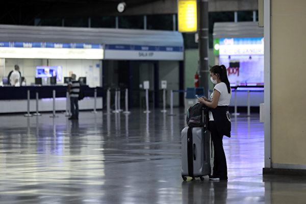 巴西聖保羅爆發中共肺炎,因應疫情,該國除關閉邊境外,也關閉了眾多知名景點,建議民眾減少出行。圖為3月19日市內的Tiete巴士總站,該客運站是拉丁美洲最大的客運站,但目前訪客極少。(Rodrigo Paiva/Getty Images)