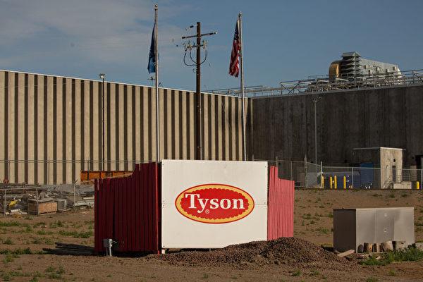 2020年5月1日,美國泰森食品公司位於華盛頓州的鮮肉工廠外觀。該廠已有超過150名工人確診感染中共病毒。(Photo by David Ryder/Getty Images)