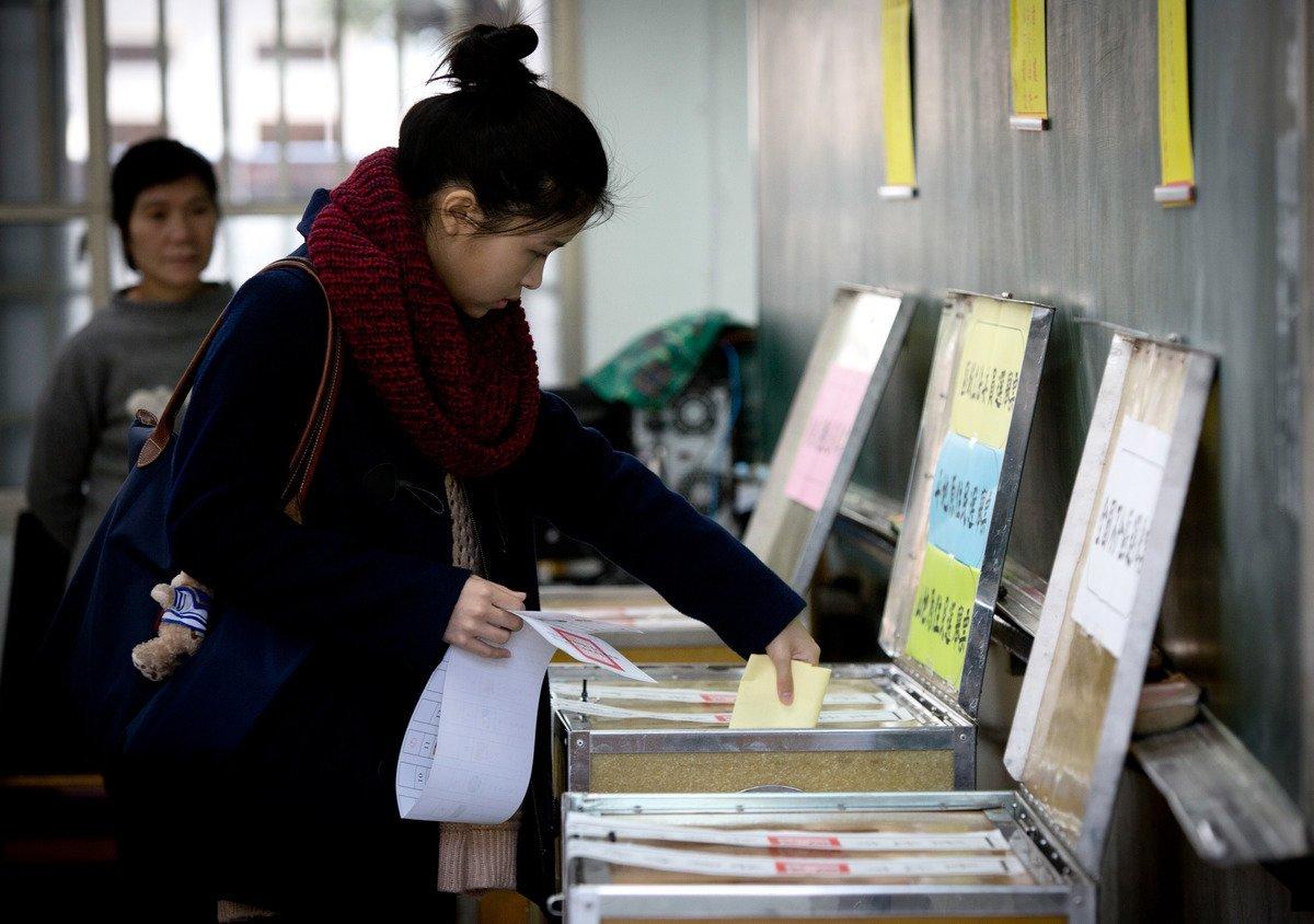 台灣國防院發佈年度報告指出,中共有意運用網絡散播假消息、發動網軍帶風向,干預台灣2020年總統大選結果。圖為示意圖。(Getty Images)
