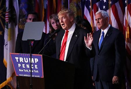 美國候任總統特朗普表示,他上任後將驅逐200萬到300萬有犯罪紀錄的無證移民。圖為特朗普在9日凌晨發表勝選演說。(Joe Raedle/Getty Images)