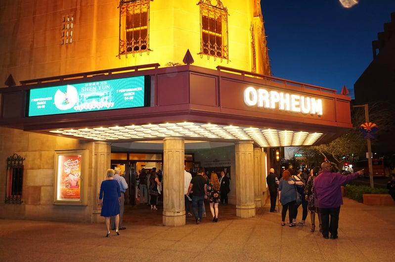 2020年3月6日晚,神韻北美藝術團在亞利桑那州的鳳凰城奧芬劇院舉行了2020年在當地的第四場演出。(文燁/大紀元)