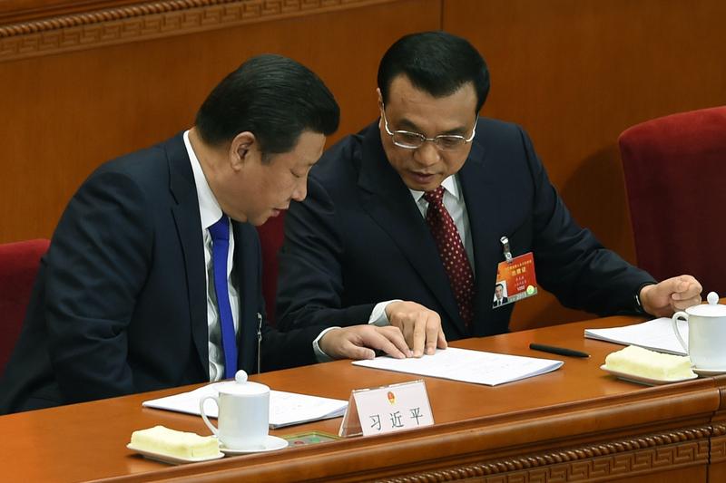 中國經濟增速創10年來新低。習近平(左)、李克強(右)。(GREG BAKER/AFP)
