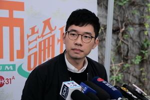 羅冠聰舉牌呼籲 中意外長會談加入香港議題