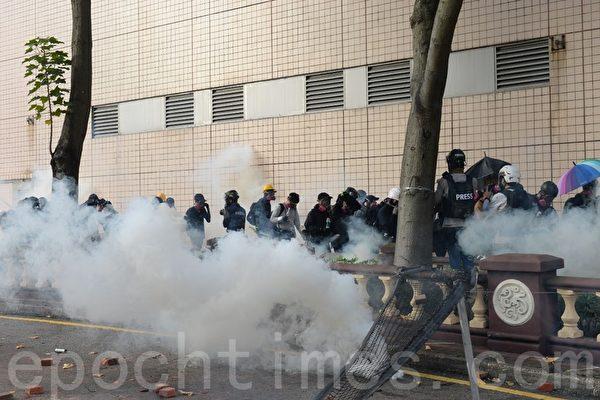 2019年11月17日香港理工大學抗爭場景。(宋碧龍/大紀元)