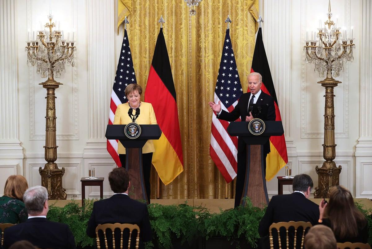2021年7月15日,美國總統拜登和德國總理默克爾在華盛頓的白宮東廂舉行聯合新聞會。(Chip Somodevilla/Getty Images)